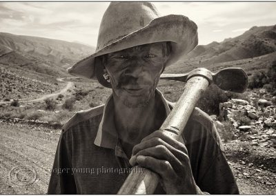 Roger Young, Karoo Worker, photograph, 630 x 430mm, R8700 (f), R7100 (uf)